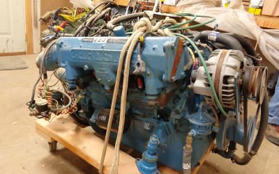 Chrysler, 225 hp V8