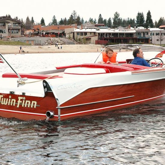 <i>Twin Finn</i> – 1958 Chris Craft 21′ Continental